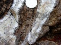 crustiform-banded-silica-veins